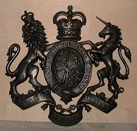 36in royal cold-cast bronze. GRP British royal coat of arms, style 2, 36in/92cm, cold-cast resin/bronze finish.