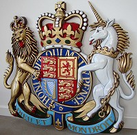 39in royal Reynolds Stone. British royal coat of arms, Reynolds Stone style, 39in/100cm x 34in/86cm, hand painted (standard).